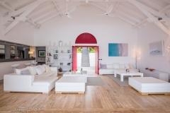 Papaye inside living entrance